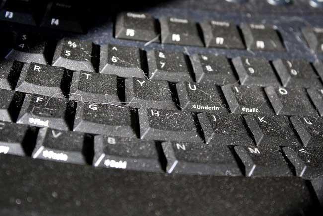 limpia teclado sucio